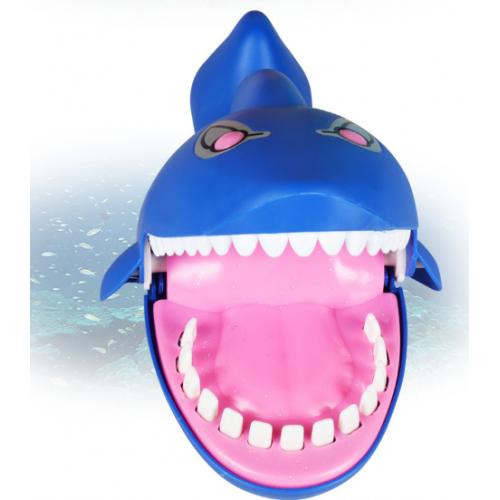 Juguete interactivo en forma de tiburón TOY04